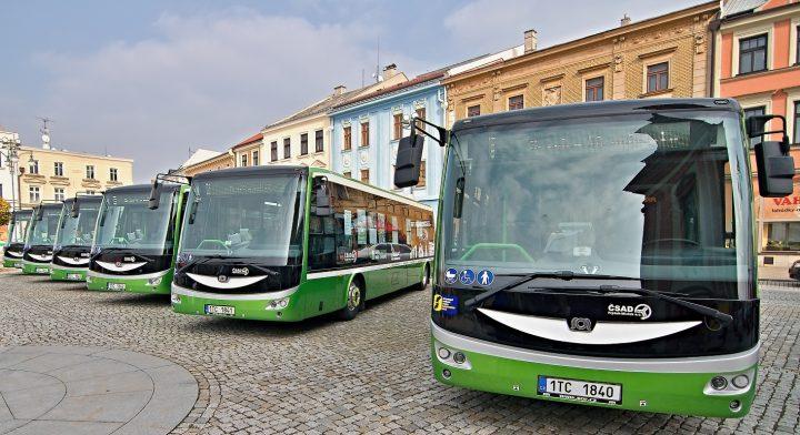 Elektrobusy předány, vyrazily do ulic