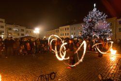 Velká fotoreportáž z vánočních trhů v Hranicích / fotogalerie / Pohádkové Vánoce 8.12. 2017 - ohňová show, foto: Jiří Necid