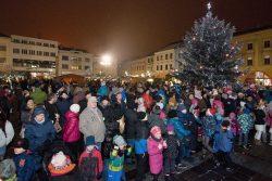 Velká fotoreportáž z vánočních trhů v Hranicích / fotogalerie / Taneční Vánoce 2.12. 2017, foto: Jiří Necid