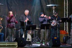 Velká fotoreportáž z vánočních trhů v Hranicích / fotogalerie / Taneční Vánoce 2.12. 2017 - Olomoucký Dixieland Jazz Band, foto: Jiří Necid
