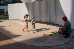 Piknik s knihovnou v Zámecké zahradě / fotogalerie / Byly připraveny hry pro děti