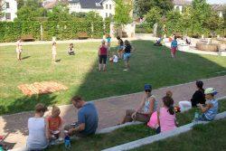 Piknik s knihovnou v Zámecké zahradě / fotogalerie / Piknik s knihovnou