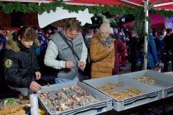 Velká fotoreportáž z rozsvícení vánoční stromu / fotogalerie / Program Andělských Vánoc a rozsvícení vánoční stromu. foto: Jiří Necid
