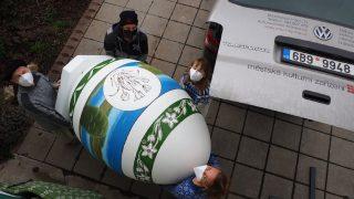 Jak se obří vejce stěhovalo do Hranic