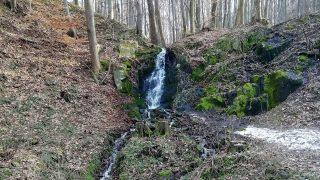 Tip na výlet: K Javorové studánce a k vodopádu