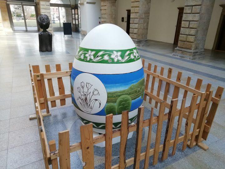 Ve dvoraně zámku je rekordní vejce