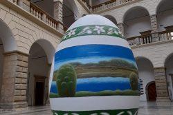 Ve dvoraně zámku je rekordní vejce / fotogalerie / Obří kraslice ve dvoraně hranickího zámku, foto: archiv MKZ Hranice