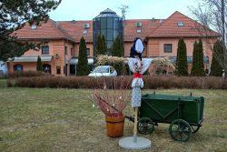Velikonoční výzdoba zkrášluje centrum Hranic / fotogalerie / Velikonoční výzdoba na prostranství před zámkem, foto: Jiří Necid